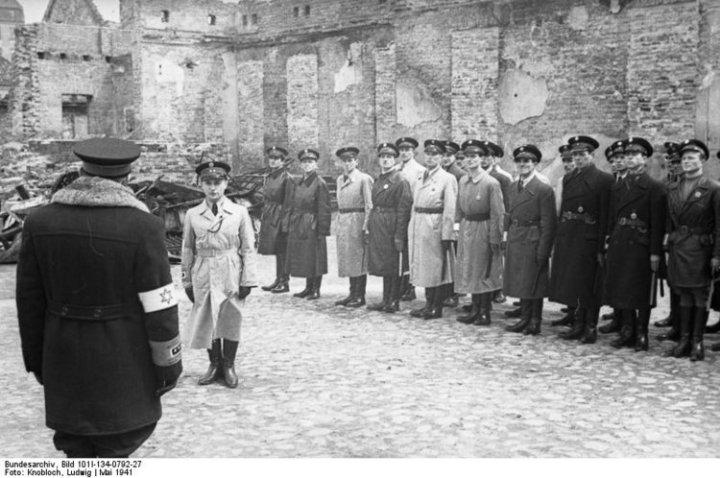 Kapo jews work for the Nazi